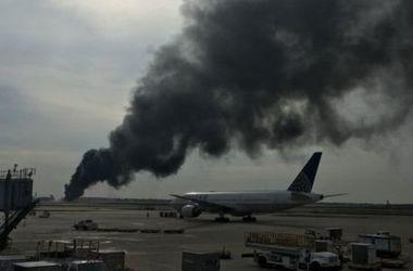 В сети появилось видео загоревшегося в Чикаго Boeing с 170 лоюдьми на борту