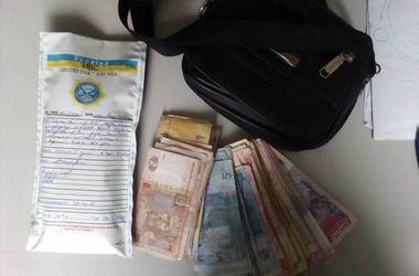 Под Киевом поймали двух грабителей, напавших на пенсионерку
