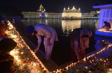 Гори, гори ясно: в Индии с размахом отметили фестиваль огней