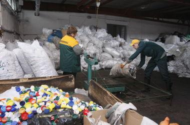 Где в Киеве можно сдать пластиковые пакеты и разбитое стекло: список адресов