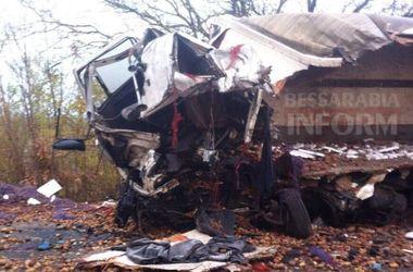 Смертельное ДТП на трассе Одесса-Рени: грузовики превратились в груду металла
