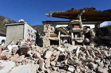 Пострадавших от землетрясения итальянцев переселят в жилые контейнеры