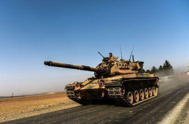 Турция стягивает бронетехнику к границе и готовит вторжение в соседнюю страну