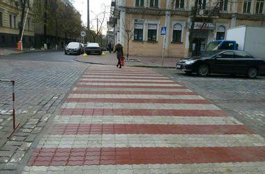 В центре Киева появился четвертый необычный переход