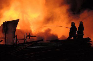 В Харькове поджигателей иномарки засекла камера видеонаблюдения