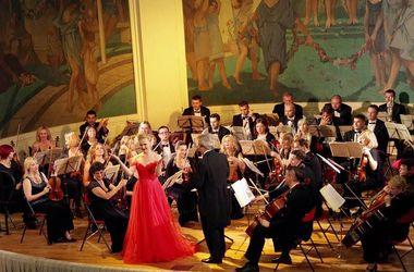 Харьковских музыкантов в Париже час не отпускали со сцены