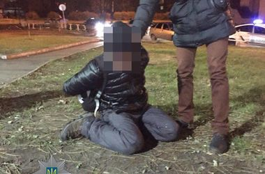 В Полтаве местные жители задержали мужчину, устроившего на улице поножовщину