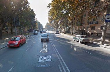 По улице Сегедской в Одессе пустили легковушки