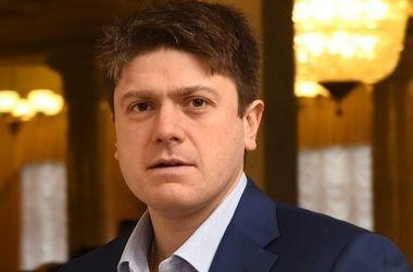 Нардепу запретили выезжать из Украины из-за долга в 371 млн грн
