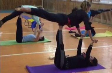 Анна Волошина показала, как синхронистки тренируются без бассейна