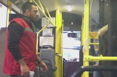 """В киевском троллейбусе нашли """"самого сексуального"""" кондуктора (обновлено)"""