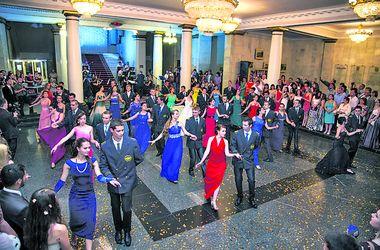 Бал-2016: студенты Днепропетровщины оденутся в красное и черное и помогут деньгами онкодиспансеру