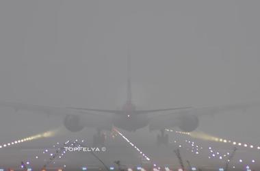 Видеошок: экстремальноя посадка самолета в лондонском тумане