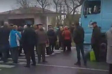 Возмущенные люди перекрыли трассу в Одесской области