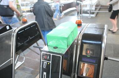 В киевском метро заработают банковские терминалы для оплаты разовой поездки