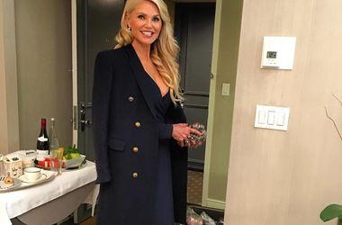 Шорты и пальто: 62-летняя модель восхитила стильным образом на вечеринке (фото)
