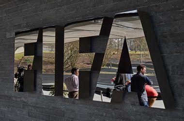 ФИФА оштрафовала Украину и еще девять стран за поведение фанатов во время матчей отбора на ЧМ-2018