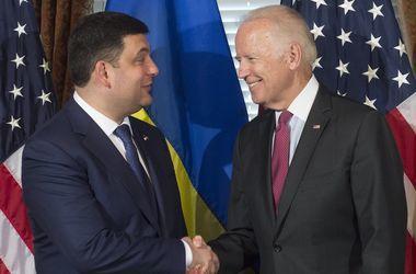 Гройсман и Байден обсудили по телефону процесс реформ в Украине