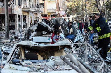 Мощный взрыв в Турции: в сети появились жуткие кадры