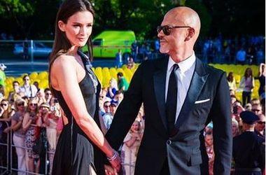 49-летний Федор Бондарчук на публике показал чувства к молодой невесте