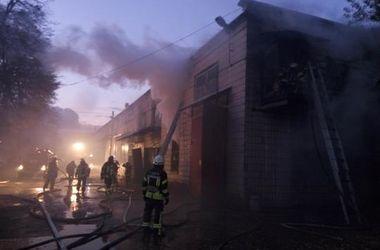 В Киеве масштабный пожар на складе тушили 70 человек