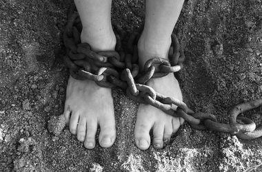 В США извращенец два месяца держал женщину на цепи