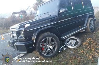 В Ровенской области внедорожник Mercedes насмерть сбил пенсионера