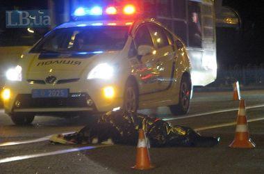 В Киеве на Оболони несовершеннолетний водитель без прав сбил насмерть пешехода-нарушителя