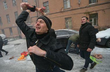 Неизвестные забросали костями консульство Украины в Санкт-Петербурге