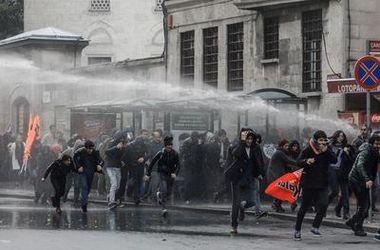 В Турции полиция применила водометы против демонстрантов