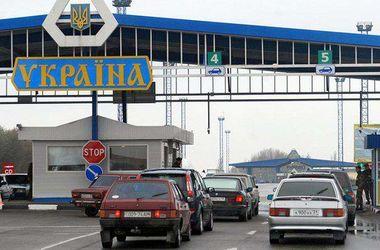 На границе с Польшей стоят в очереди сотни автомобилей