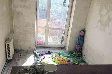 Мальчика из киевского наркопритона вернули родителям
