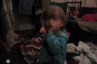 В Одессе родители содержали троих детей в нечеловеческих условиях