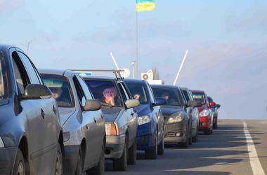 На границе с Польшей в очередях стоит тысяча автомобилей