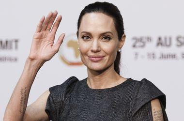 Анджелина Джоли хочет контролировать встречи Брэда Питта с их детьми