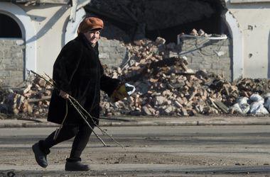 """В Донецке меняют """"золото"""" на детскую обувь, а последние туфли – на продукты"""