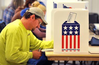 Избирательные участки закрылись на западном побережье США