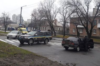 Разгул криминала в Украине: заложнику засунули в рот гранату, а по копам открыл стрельбу угонщик