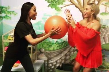 Бейонсе и Адель остановили время в новом флешмобе (видео)