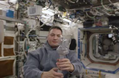 Видеохит: астронавт показал, как выпить чашку кофе в невесомости