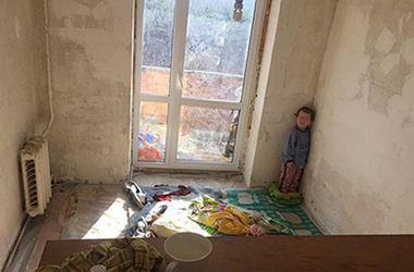 Маленького мальчика из киевского наркопритона вывезли за пределы столицы
