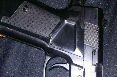 В Киеве патрульные задержали пьяного мужчину с пистолетом