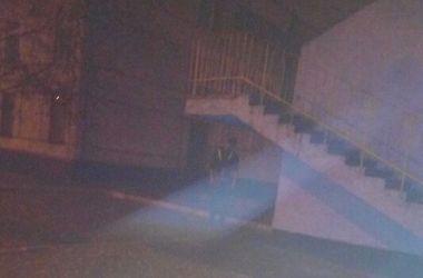В Харькове на территории школы повесился парень