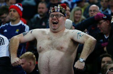 Драка фанатов на матче Англия - Шотландия