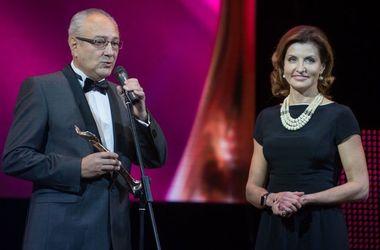 """Жена Порошенко получила награду """"Женщина ІІІ тысячелетия"""""""
