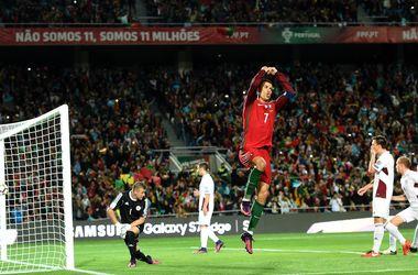 Дубль Криштиану Роналду помог Португалии обыграть Латвию