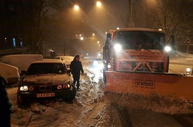 """""""Укравтодор"""" из-за непогоды просит водителей присылать фото состояния проезда на дорогах"""