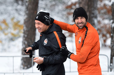 """Тренировка в снегу: """"Шахтер"""" готовится к матчу с """"Карпатами"""""""