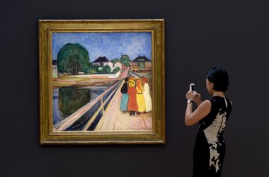 """Картину """"Девушки на мосту"""" Мунка продали на аукционе за 54,5 миллиона долларов"""