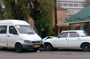 В Днепре произошло ДТП с участием маршрутки: есть пострадавший